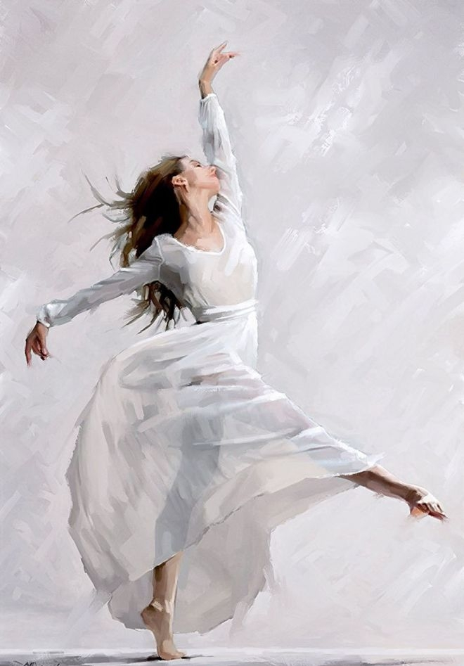 девушка танцует в легком платье